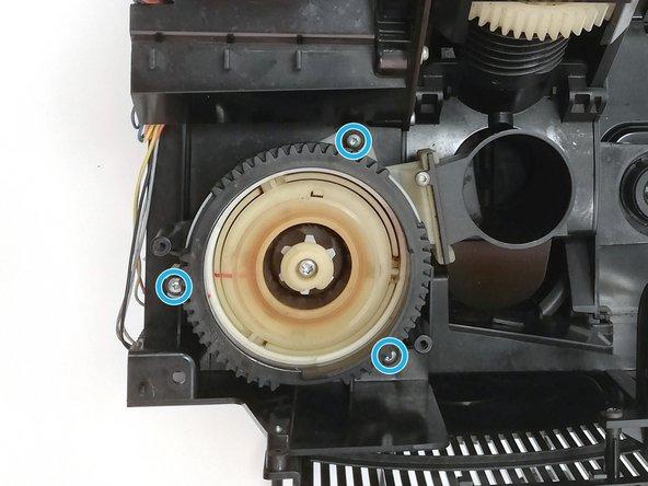 Entferne die 3 Schrauben zur Mahlwerkbefestigung am Mahlwerk mit dem Schraubendreher Torx T10.