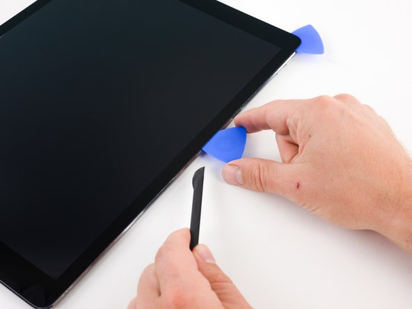 Image 3/3: Insert that pick in the middle of the right edge of the iPad.