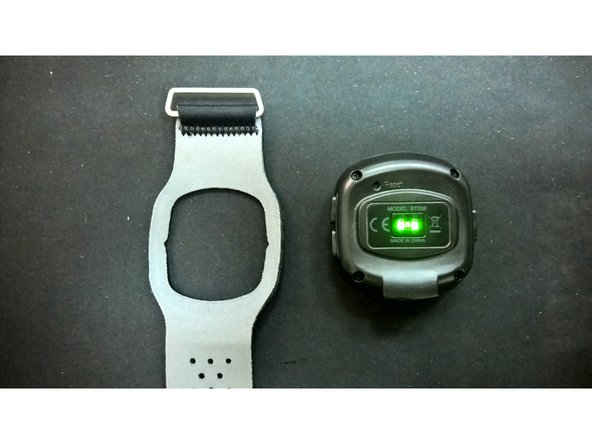 Image 3/3: The device is pretty smart. It turns off those green puls measuring LED`s so it`s tricky to take a picture of those glowing.