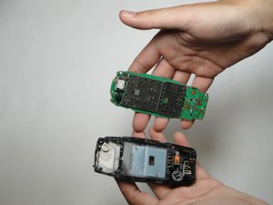 Disassembling Nokia 3560 Logic Board