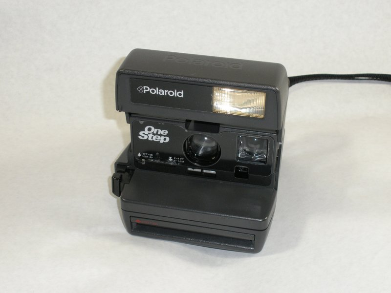 How do I change the Battery in a Polaroid One 600  - Polaroid One ... 7d37993021c5