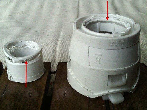 """Image 3/3: Un """"enclipsage"""" circulaire de cette pièce de fermeture sur le palier du moteur."""