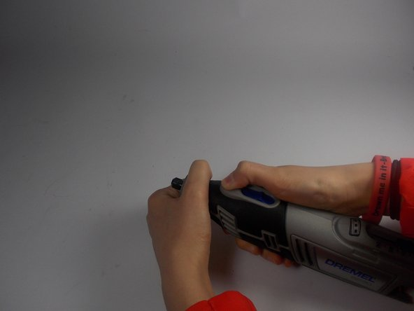 Remove the collar wrench by pushing the gear lock button. Continue to hold this button as you rotate the wrench counter-clockwise until it is removed.