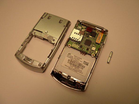 Enlevez complètement le bouton de volume du téléphone portable.