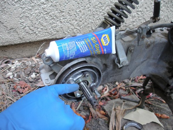 Apply silicone grease to the round and flat bolts on the brake drum assembly.