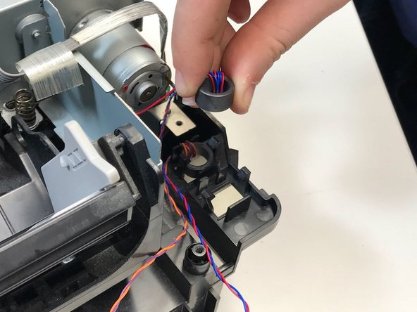 The cylinder is connected by snap fit systems. After disconnecting the cylinder, the wires are loose.