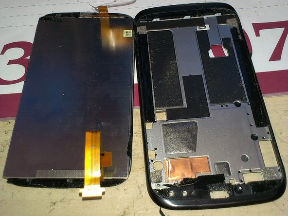 Finally, the both parts comes apart. At the left, the LCD + touch. At the right, the chassis.
