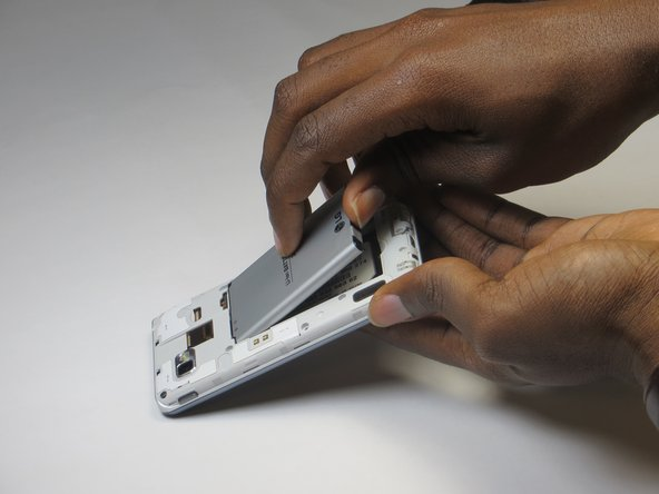 Using the indent at the bottom of the battery, lift and remove the battery from the phone.