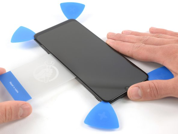 Insert a plastic card into the loosened left edge of the phone.
