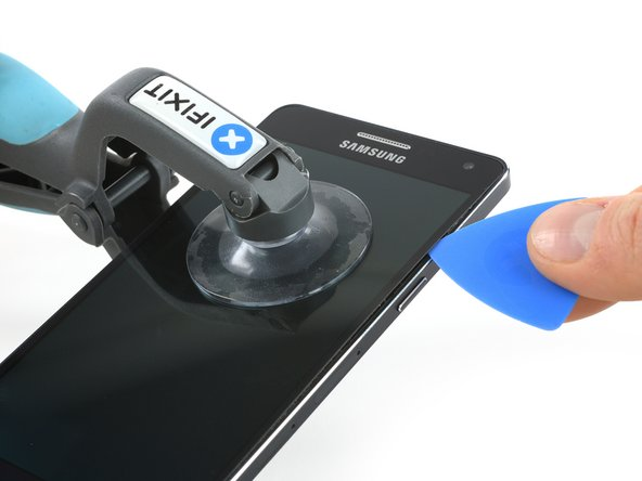 Use an iOpener to soften the glue on the edge of the display. Concentrate on the sides first and then on the bottom part.