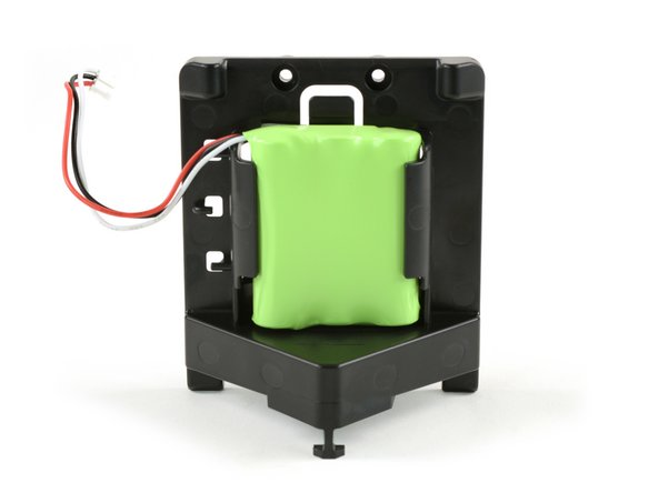 As printed on the back, the battery pack consists of three AA batteries with a charge capacity of 2,000 mAh.