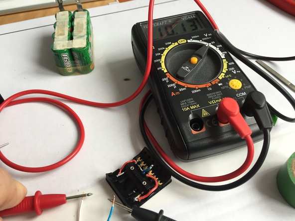 Now also the multimeter shows the correct voltage.