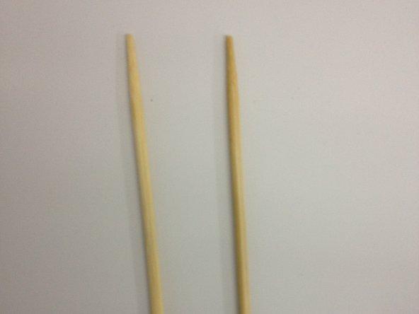 Placez des bouts de bois pour que le compartiment du congélateur puisse respirer et avoir de l'air