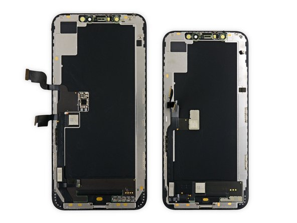 As we scrape the bottom of the phone we find some tasty display chips, and a barrel of tiny cables in the body.