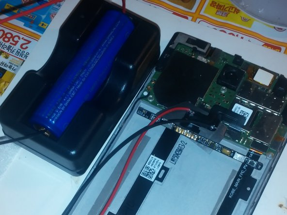 The built-in battery was tested with a meter (electric tester). The external battery is connected directly without going through the battery protection circuit, so the mobile phone boots normally.