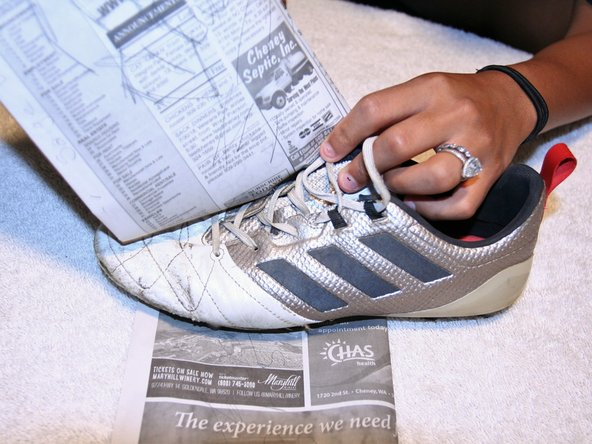 Press the cleat together firmly and wrap a few pieces of newspaper around the sole of the shoe.
