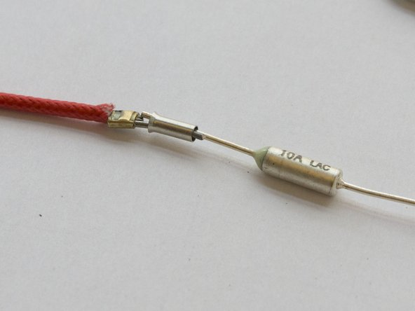 Put both ends of the cable and the thermal fuse into the connection tube.
