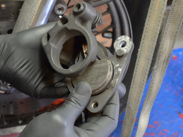 Harley-Davidson Sportster Evolution Front Brake Pads Replacement