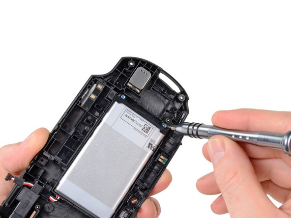 Image 1/2: The Vita's battery runs at a standard 3.7 V and packs an impressive 2210 mAh punch.