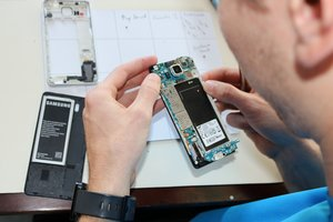 Tips for Buying a Repairable Phone