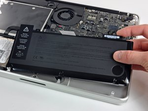 "MacBook Pro 13"" Unibody 中期 2009 电池更换"