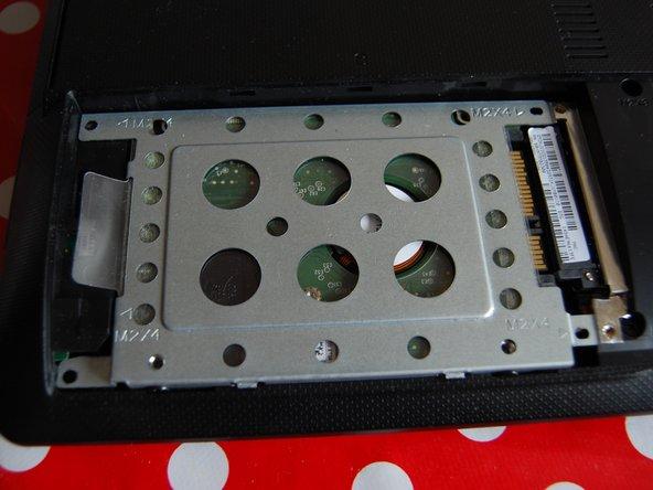 Image 2/3: Finally, remove the hard drive.