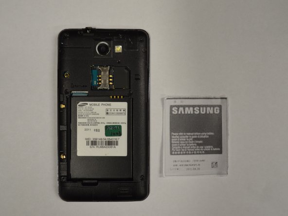 Image 3/3: Gently pry the battery from the back of the phone.