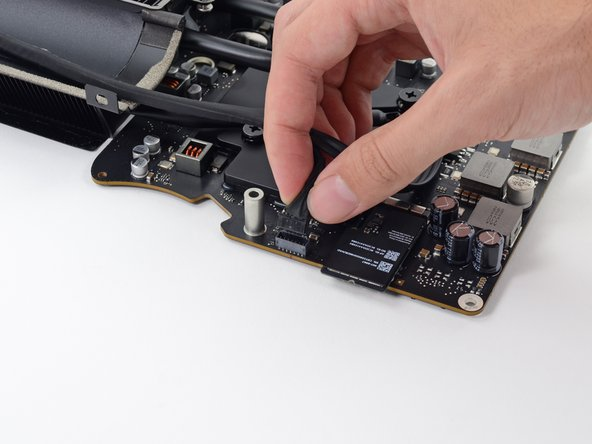 Image 1/3: Unplug the SATA data cable connector by lifting it up.
