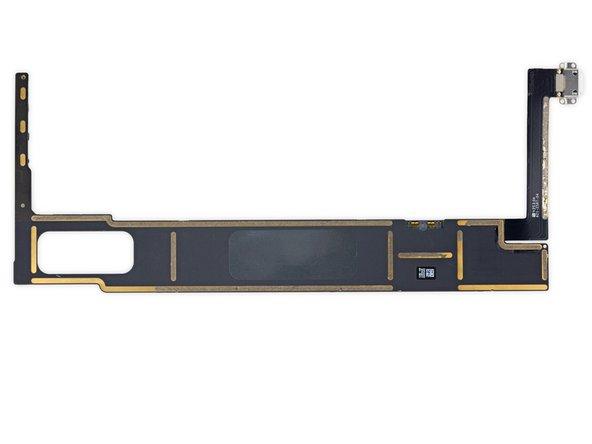Image 2/2: Два 8-гигабитных модуля оперативной памяти Elpida/Micron Technology [https://www.ifixit.com/Elpida%20Part%20Number%20Decoder%20-%20Micron|F8164A3MD]. Итого 2*8 Гбит = 2*1 ГБ = 2 ГБ.