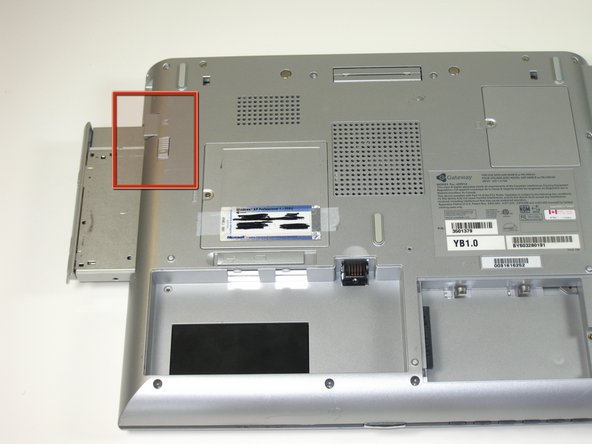 Image 1/1: Pull drive out.