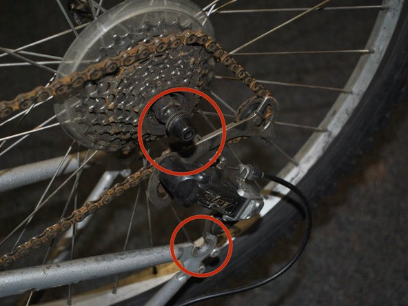 Image 1/3: Make sure the chain aligns with the sprocket.