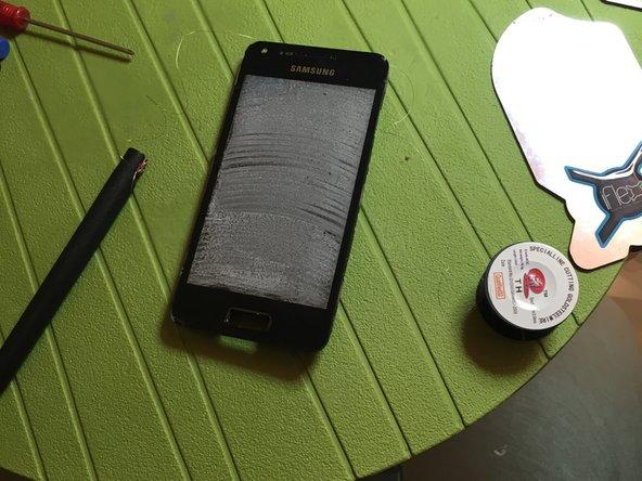 Riscaldare 80 gradi la parte frontale per separare vetro da display touch