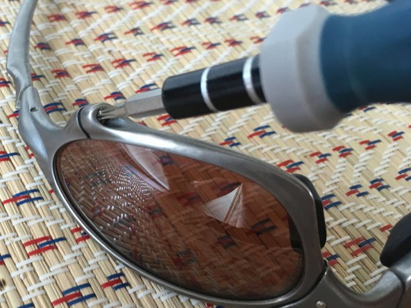 Though this step is not strictly required, I recommend removing the lenses in order to avoid them getting scratched or being stressed, which in turn might lead to hair cracks.