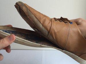 靴底をどうやって再び取り付けるか
