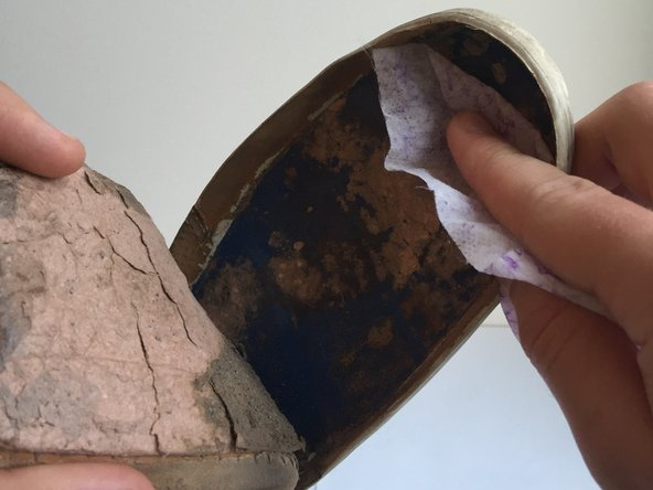 The shoe needs to be clean of all dirt and completely dry before continuing to the next step.