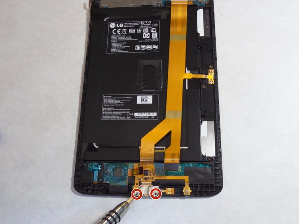 Image 1/2: Remove the yellow tape from the device.