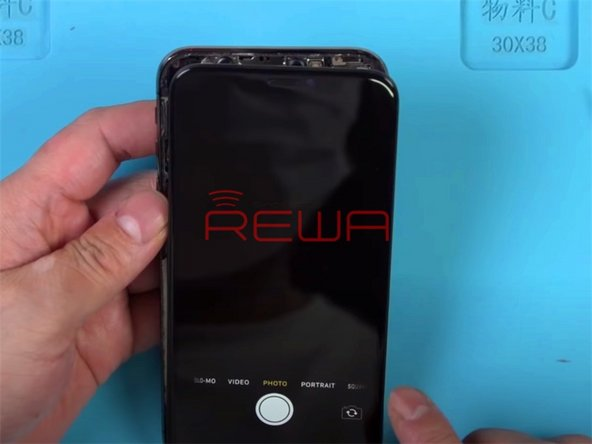 Press the power button to turn on the phone. The display is normal. Tap 'Camera' icon and enter into camera mode. The front camera and the rear camera can not be activated. The flashlight also can not be activated.