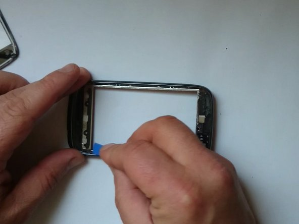 Image 2/3: New line.Install the new touchscreen and reassemble the device.