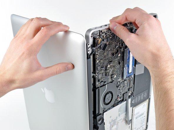 """MacBook Pro 13"""" Unibody Early 2011 디스플레이 교체"""