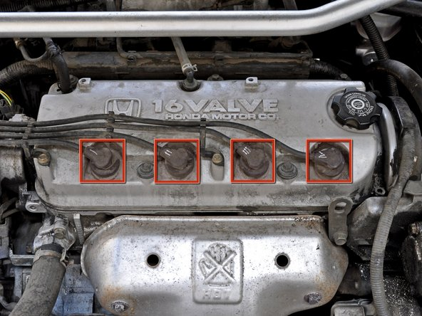 Image 1/1: We recommend replacing the spark plugs one at a time to prevent mixing up the spark plug connectors.