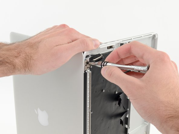 Image 2/2: Be sure to hold the display and upper case together with your left hand. Failure to do so may cause the freed display/upper case to fall, potentially damaging each component.