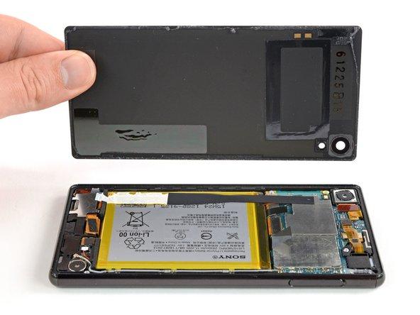 Rimozione cover posteriore Sony Xperia Z4