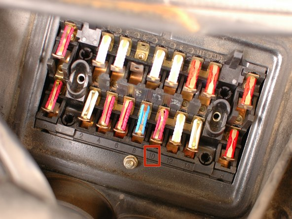 Now that the fuse cover is off, you can view the fuses.
