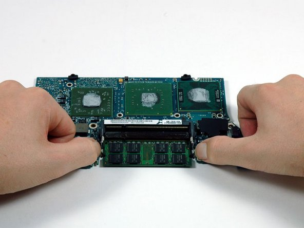 Image 1/1: Pull the chip directly out from its connector.