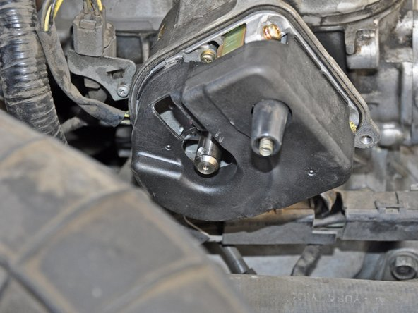 Image 2/2: When installing the new distributor rotor, press it onto the shaft with the screw holes aligned axially.