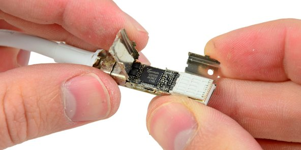 Inside the connector on the Apple Thunderbolt cable