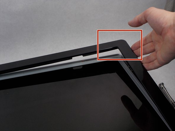 Image 1/3: Turn monitor so that the screen is facing you.