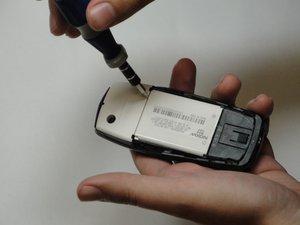 Démontage de la batterie du Nokia 560