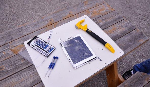 iPad service fixing broken glass with iPad opener tool