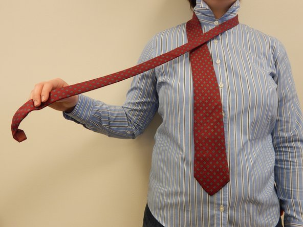 Image 1/1: '''Note:''' be sure that the tie always lays flat so that there are no twists in the fabric.
